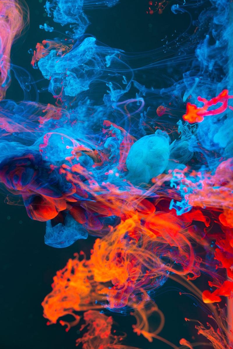Darstellung Der Farben Blau Und Rot, Die Sich Unter Wasser Vermischen